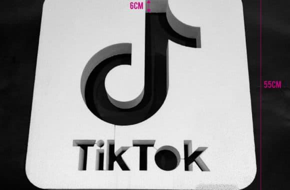 Tik Tok - Cuadro Vaciado en Corcho Blanco